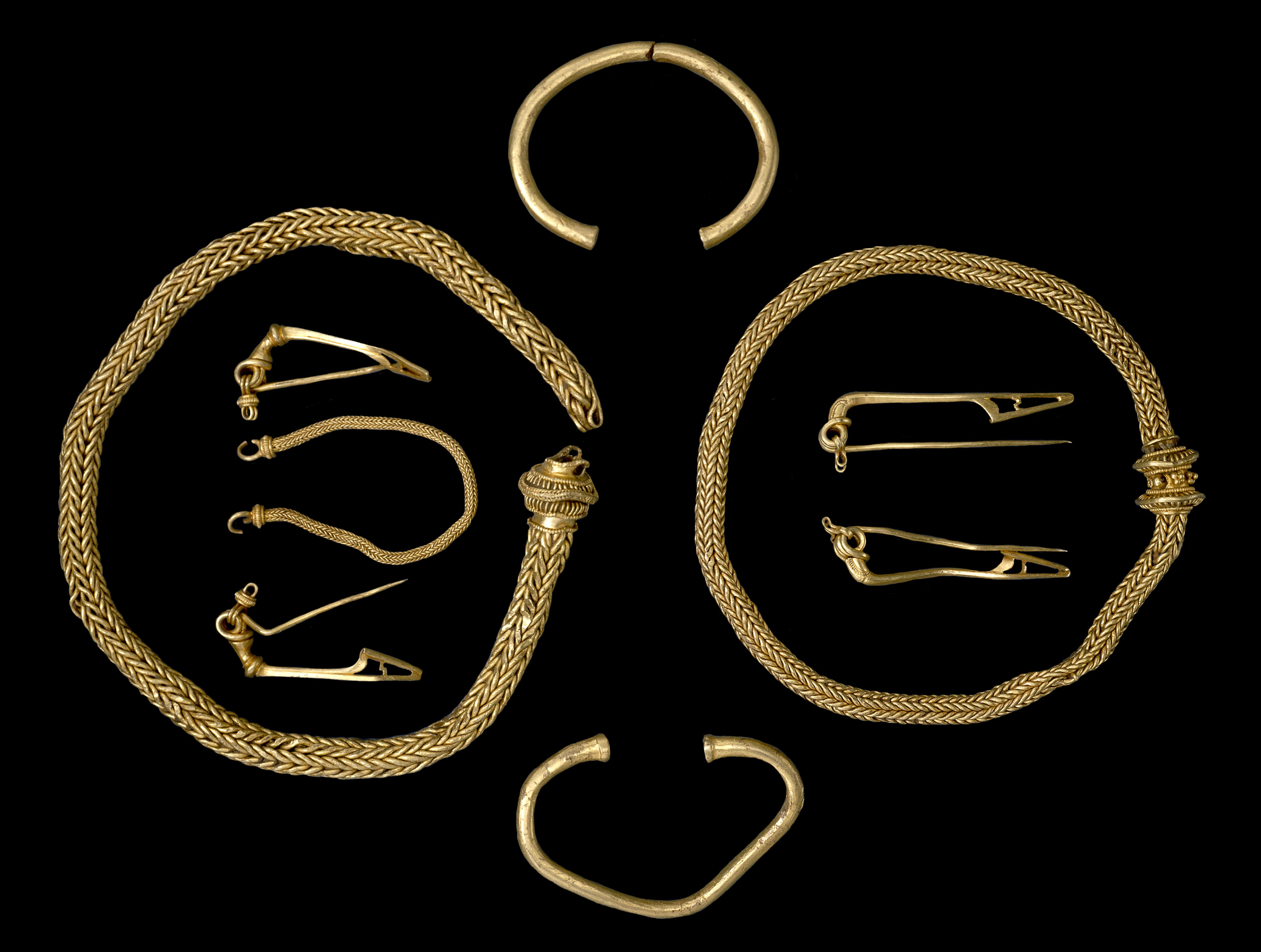Iron Age Hoard England 1 Brooch 1 Gold Knotenfibeln Bow Found