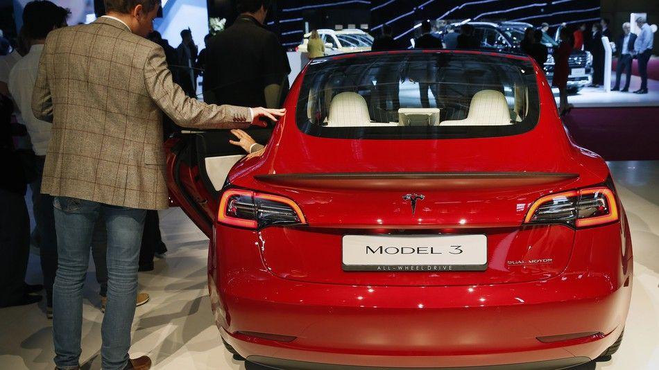 Tesla makes its 100000th Model 3 Tesla s, Model