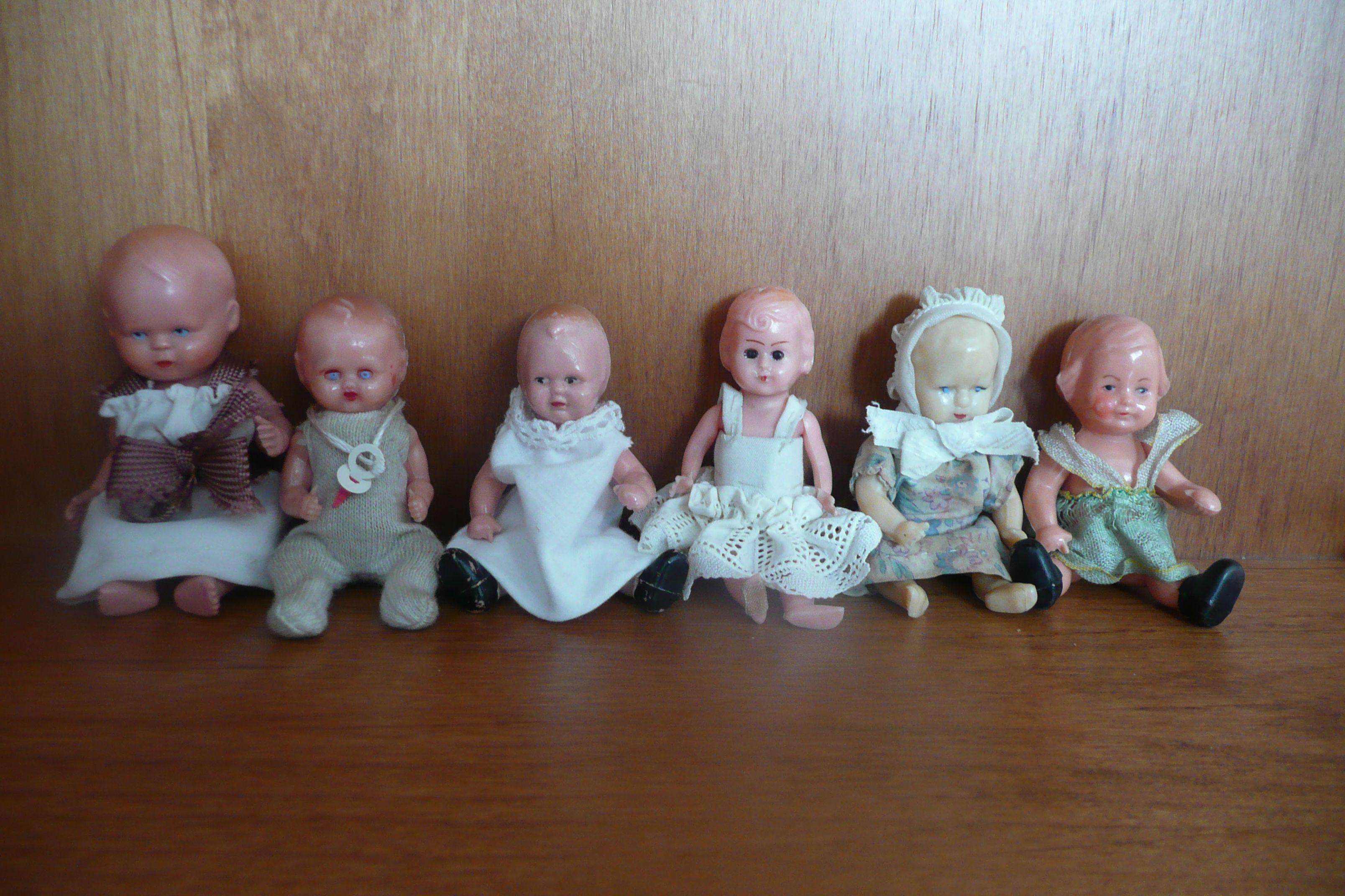 Bamboline anni 40' di plastica dura o celluloide. Da 7,5 a 9 cm. 20 Euro l'una