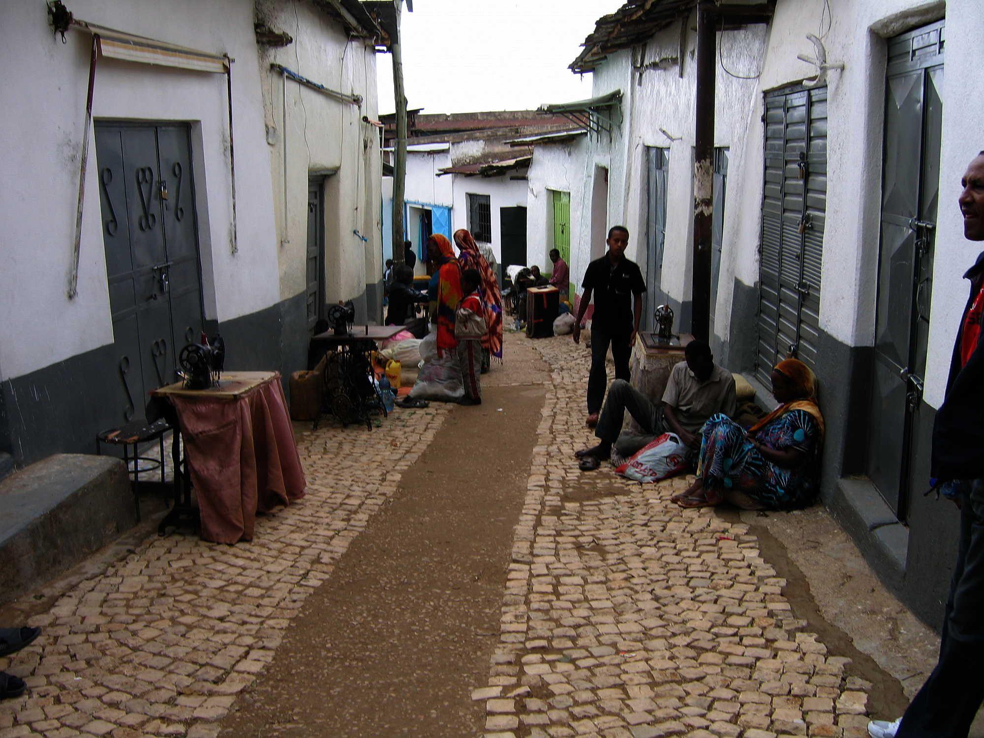 harar-cobblestoned-street.jpg (2000×1500)