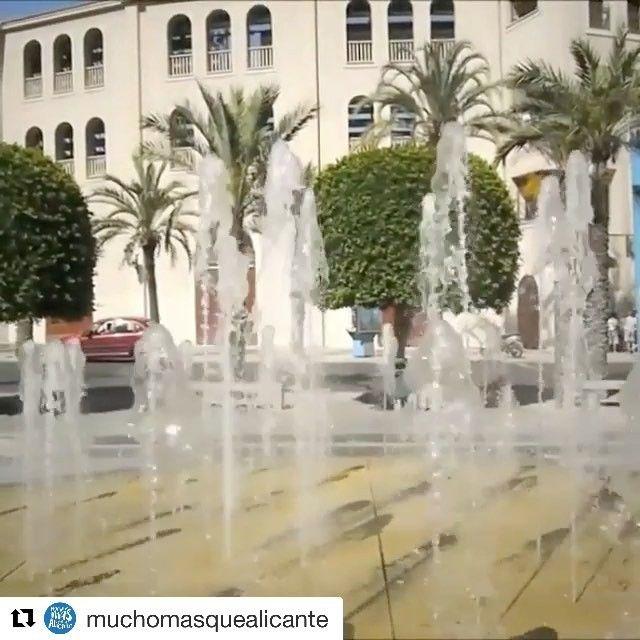 Fuente Plaza de España. Sus chorros verticales alcanzan los 3,5 metros de altura. Más info en @muchomasquealicante #MifotoAlicante #AlicanteCity #Alicante