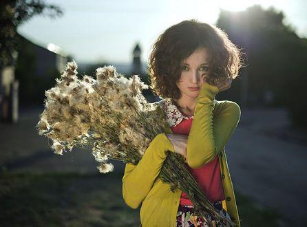 Девушка с бокалом вина - Pinterest ru com