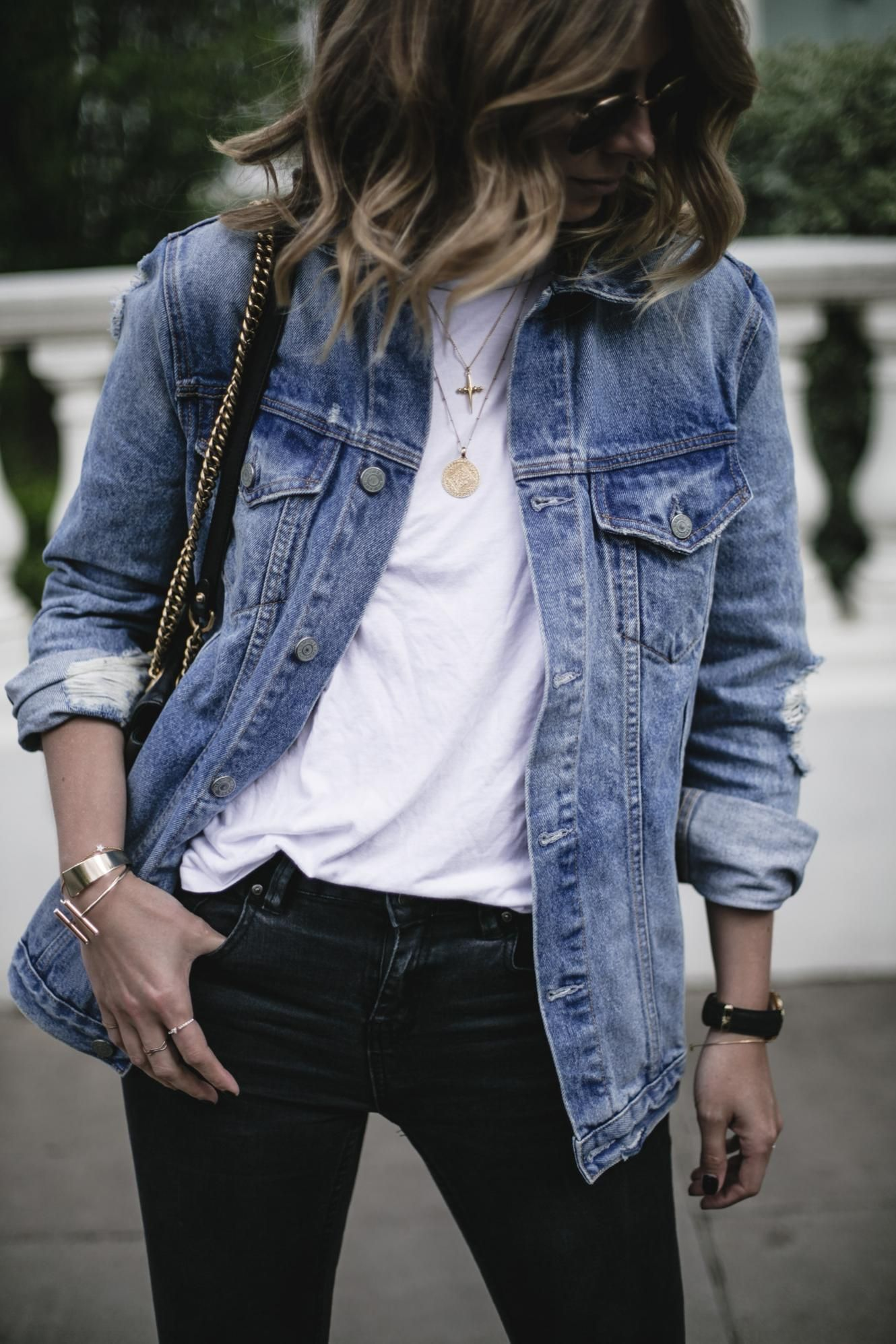 Emma Hill Wears Grlfrnd Oversized Denim Jacket White T Shirt Black Skinny Jeans Gold Jewellery Oversized Denim Jacket Denim Jacket Blue Denim Jacket Outfit