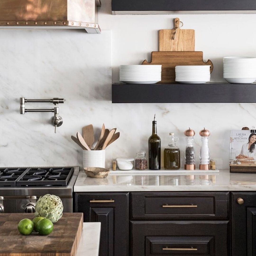 Black And Marble Kitchen With Wood And Copper Accents Copper Kitchen Decor Kitchen Marble Black And Copper Kitchen