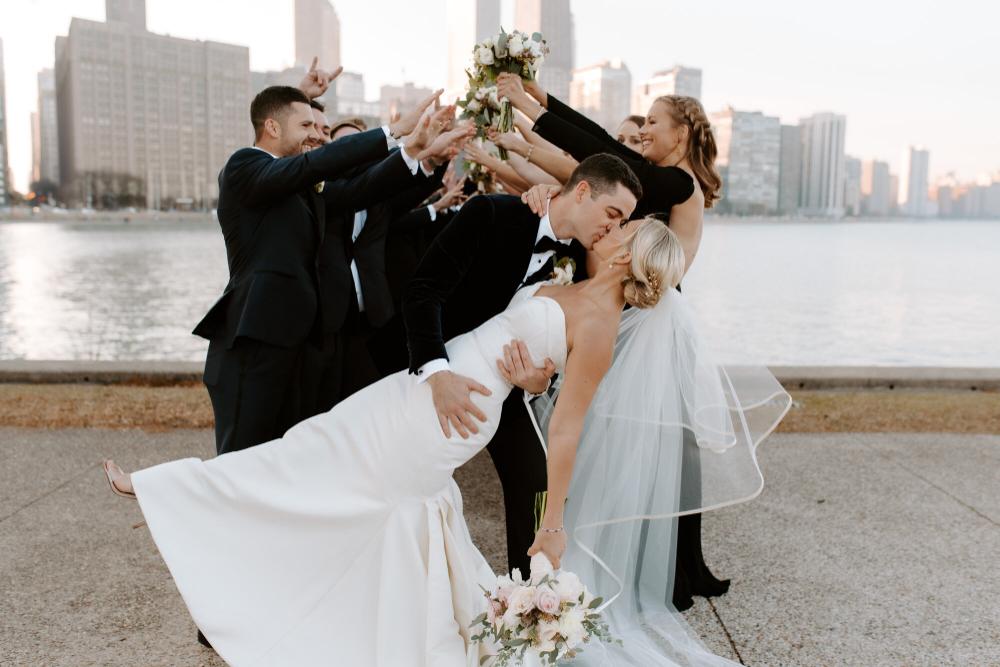 Downtown Chicago Wedding Photos Marissa Kelly Photography Chicago And Iowa Wedding Photographer In 2020 Chicago Wedding Chicago Wedding Photography Skyline Wedding