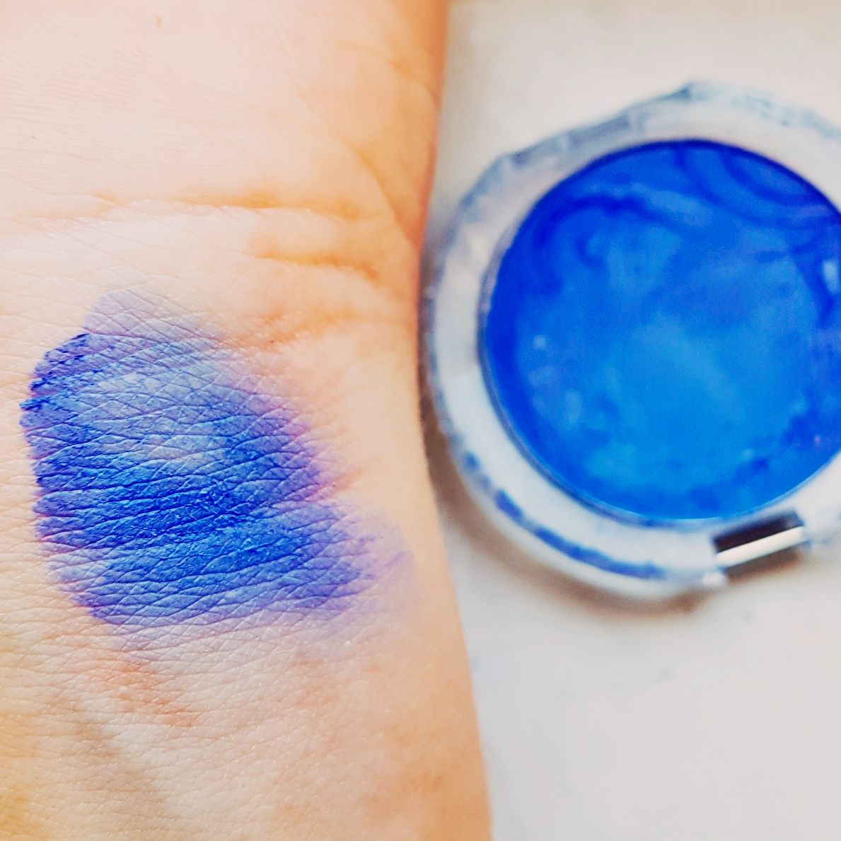 Essence Eyeshadow Nummer 38 blue Mission