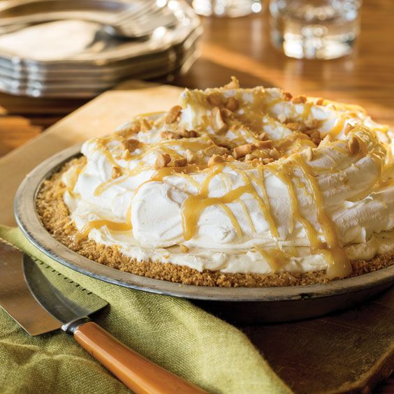 Enjoy the sweet taste of shortbread, marshmallow cream, and cashews in this yummy Butterscotch Banana Cream Pie.