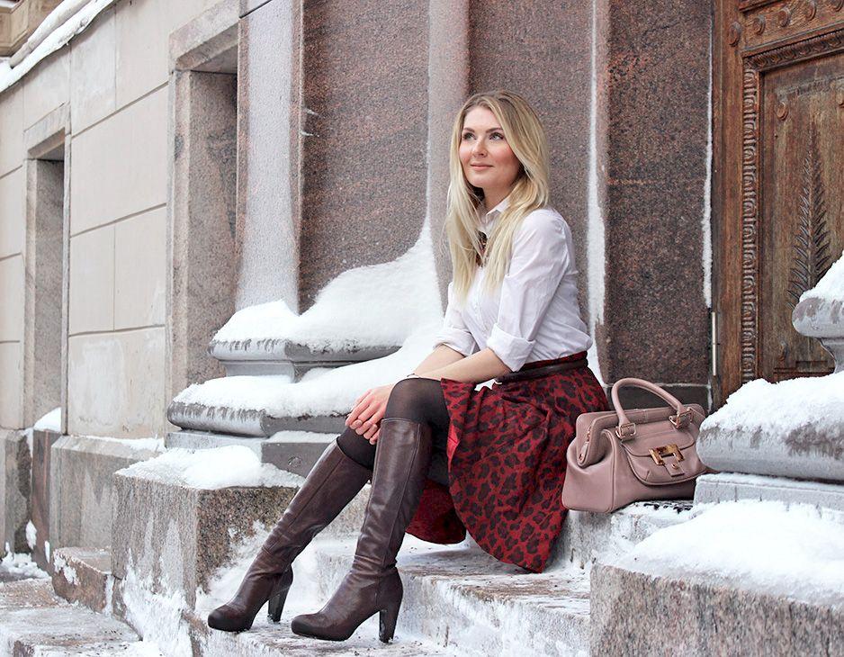 Skirt: Karen Millen / Shirt: ASOS / Necklace: Lindex / Boots: Billi Bi / Belt: Global / Bag: LUMI