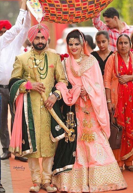 Groom S Stole Is Of Good Combo Indian Wedding Couple Indian Groom Wear Punjabi Wedding Couple