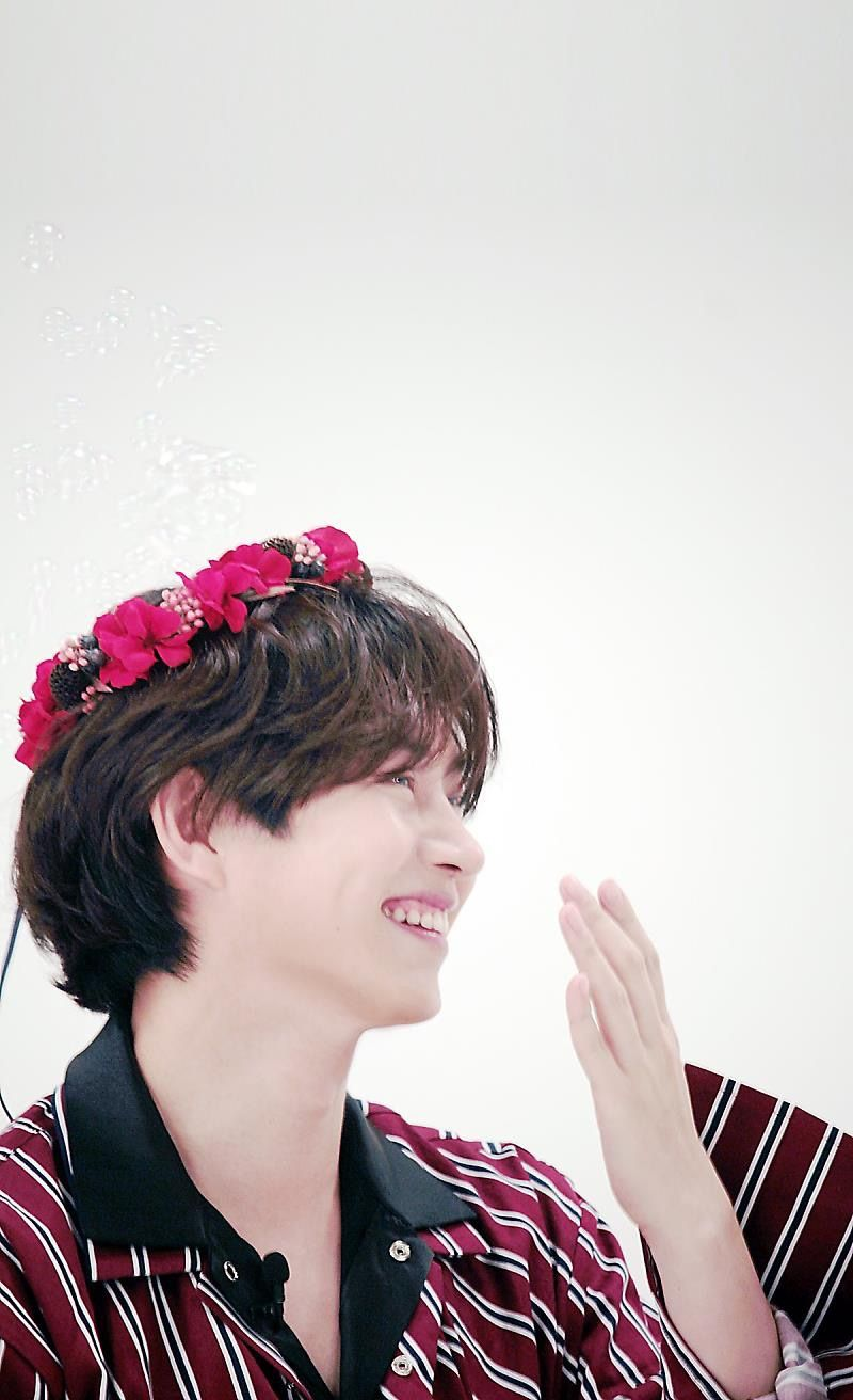 Super Junior Black Suit One More Chance Kim Heechul Weekly Idol Flower Crown Ethereal The Most Beautiful Man On Earth An Actual Selebritas Super Junior Eunhyuk