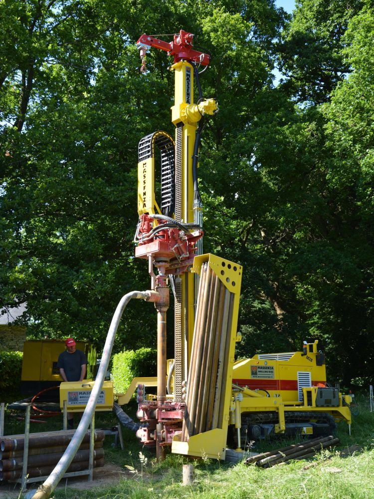 Http Www Massenzarigs It Uk Subcat 2 Geothermal Drilling Rigs Html Geothermal Drilling Drilling Rig Well Drilling