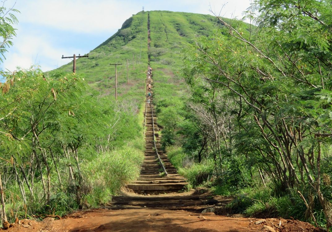 Hiking One Mile Straight Up At Oahu S Koko Crater Trail Quirky Travel Guy Oahu Hiking Travel Sights
