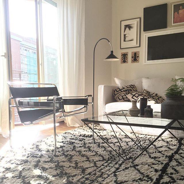 Städa, vädra och nu ut i det där som strömmar in! 👌🏼#interior #inspohome #deco #design #decoration #inredning #hemmahosmig #livingroom #vardagsrum