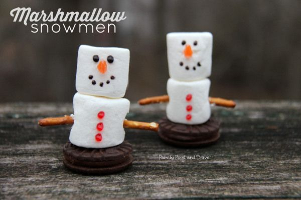 Looking for a fun winter activity or cupcake topper? Try these adorable Marshmallow Snowmen. Perfect for holiday parties and little hands.