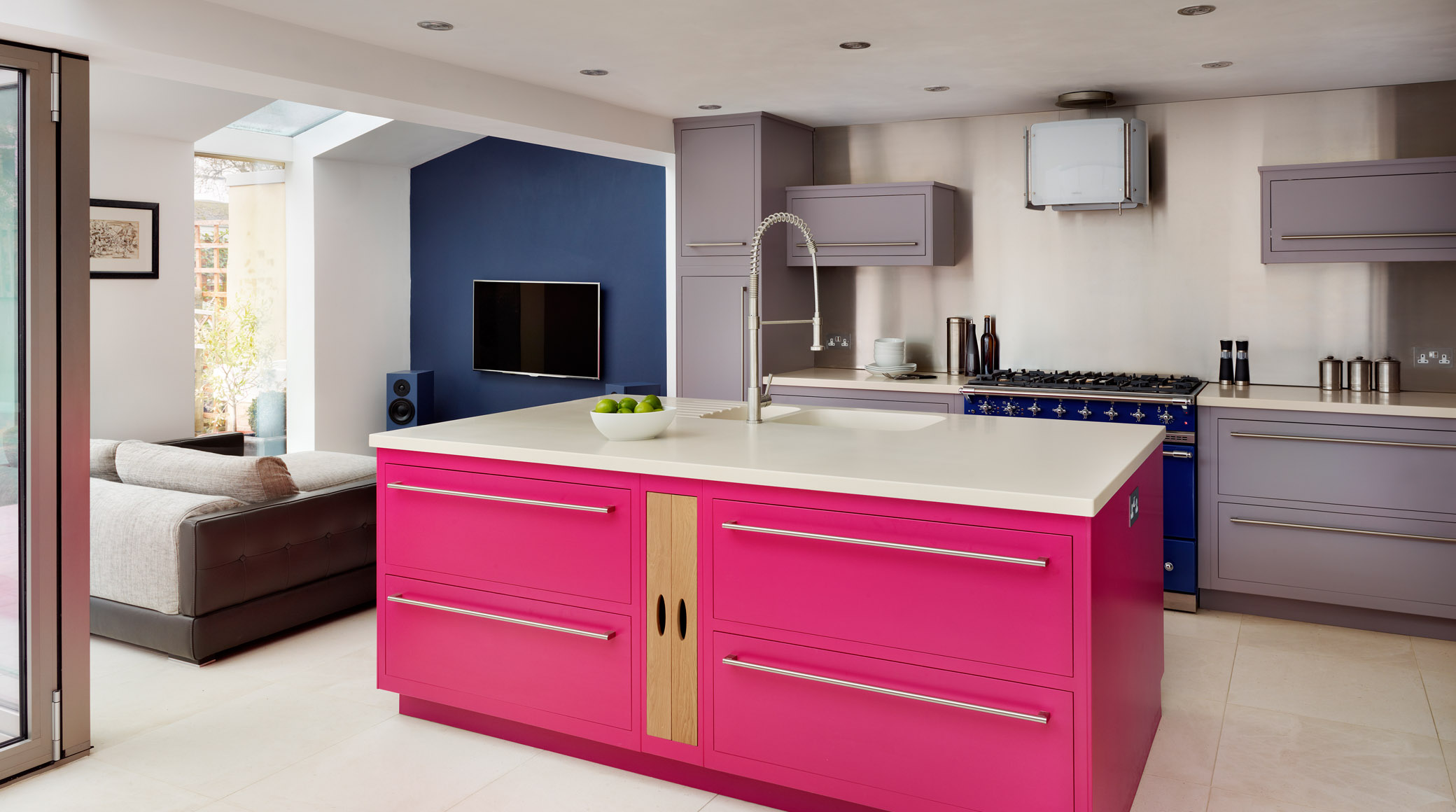 2-pink-flat-tv-island-kitchen | For the Home | Pinterest | Küchen ...