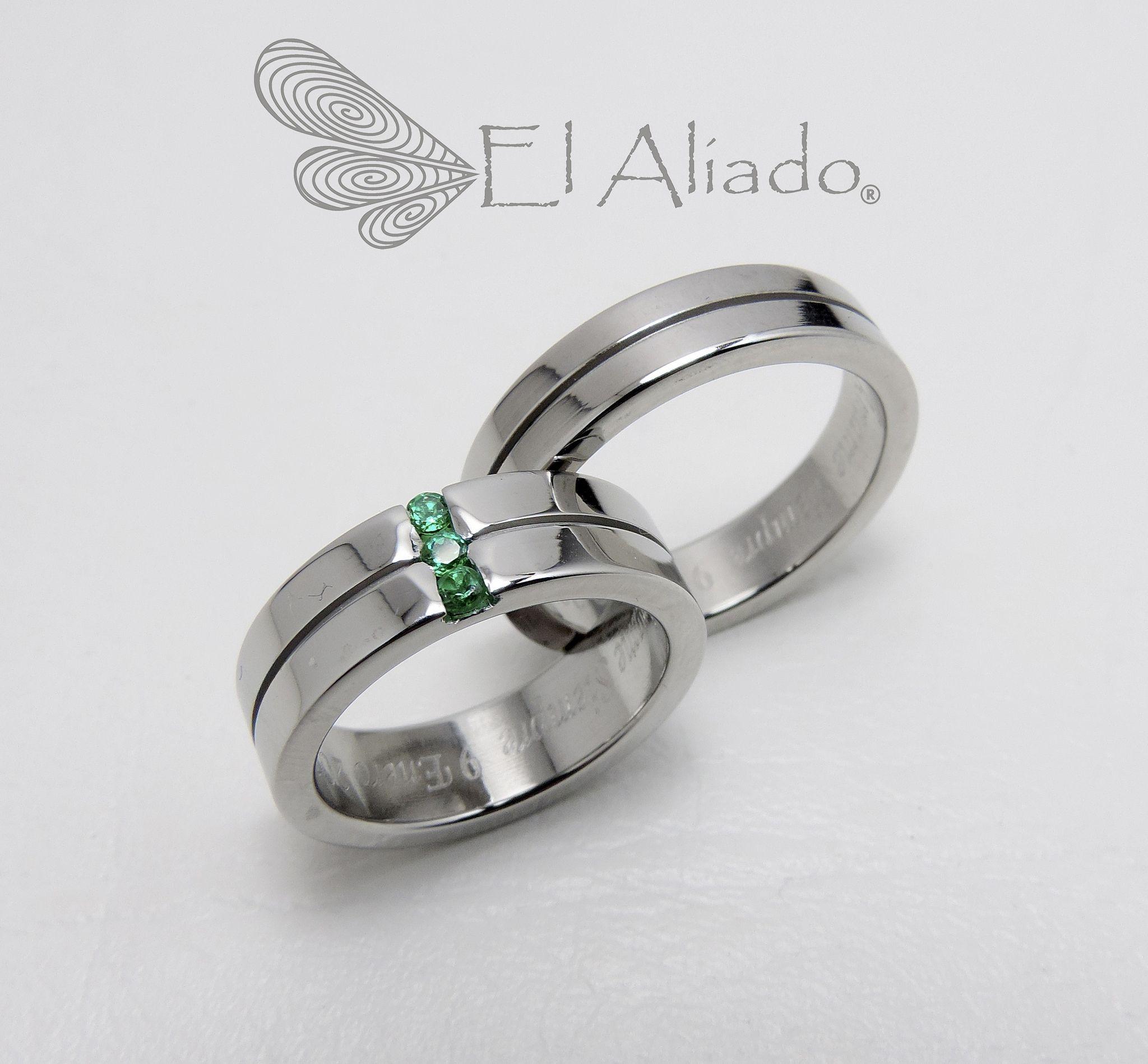 e2b529de2741 893. Argollas de matrimonio en acero con esmeraldas in 2019 ...