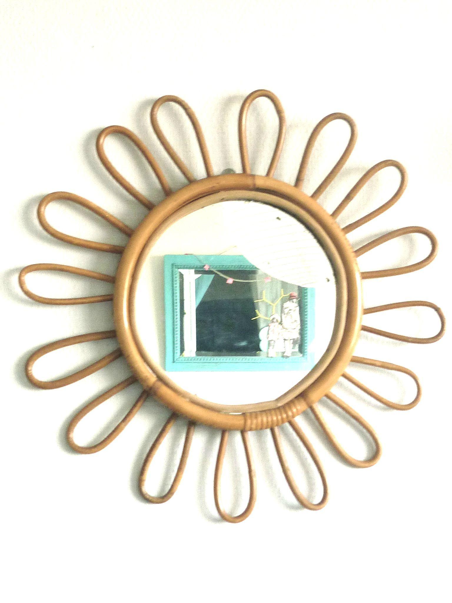 Recherche Miroir Rotin En Forme De Fleur Ou Soleil Brocante Videgreniers Miroir En Rotin Miroir Fleur Miroir Vintage