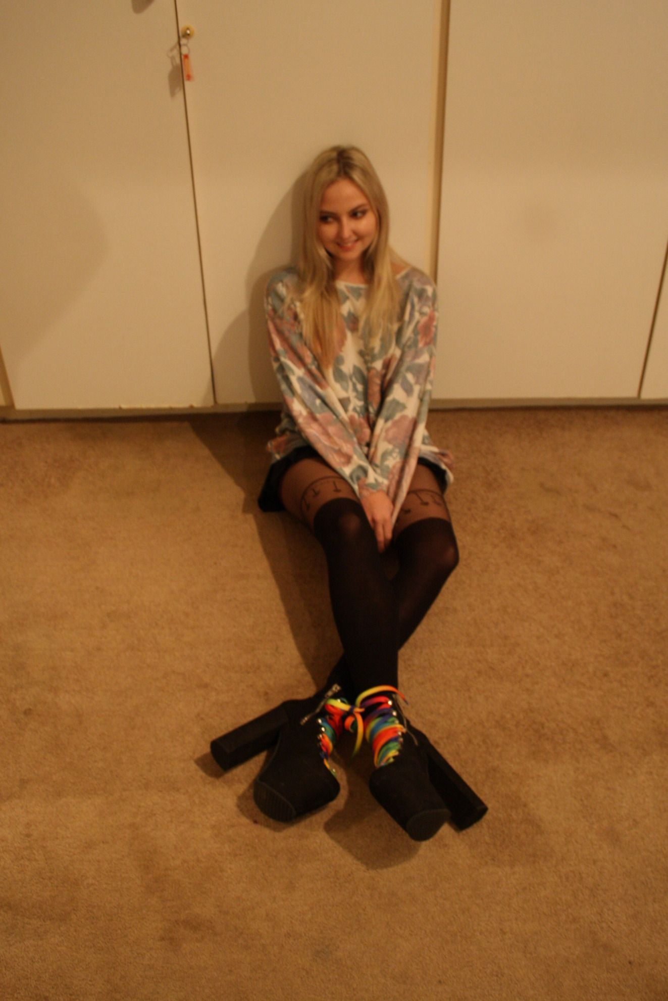 Guard The Vintage sweater, Asos stockings, Unif Hellbounds