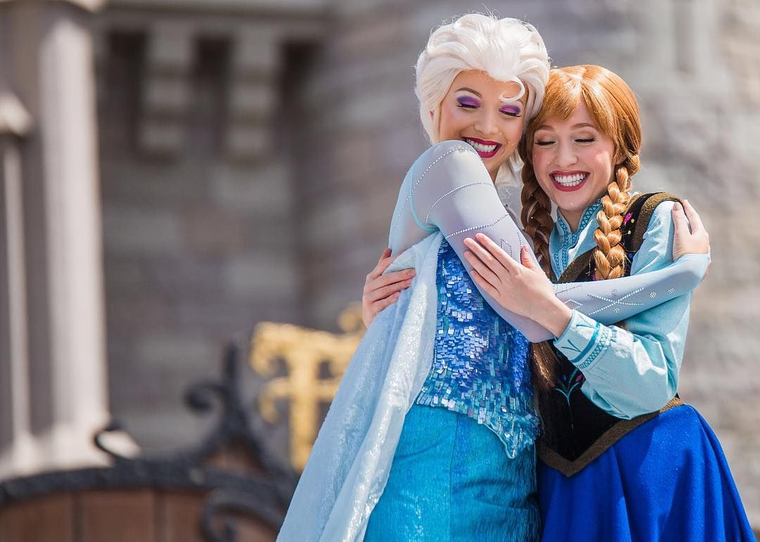 Elsa And Anna Anna And Elsa Meet And Greet Pinterest Elsa