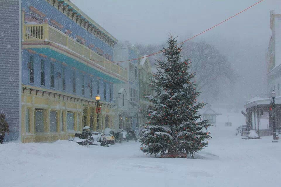 Christmas On Mackinac Island I Can T Imagine Being On That Island With Snow Shew Mackinac Island Michigan Mackinac Island Michigan Travel