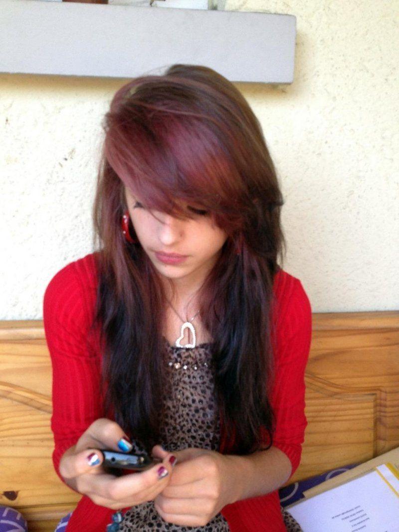 Shelly Abdallah mit roten Haaren