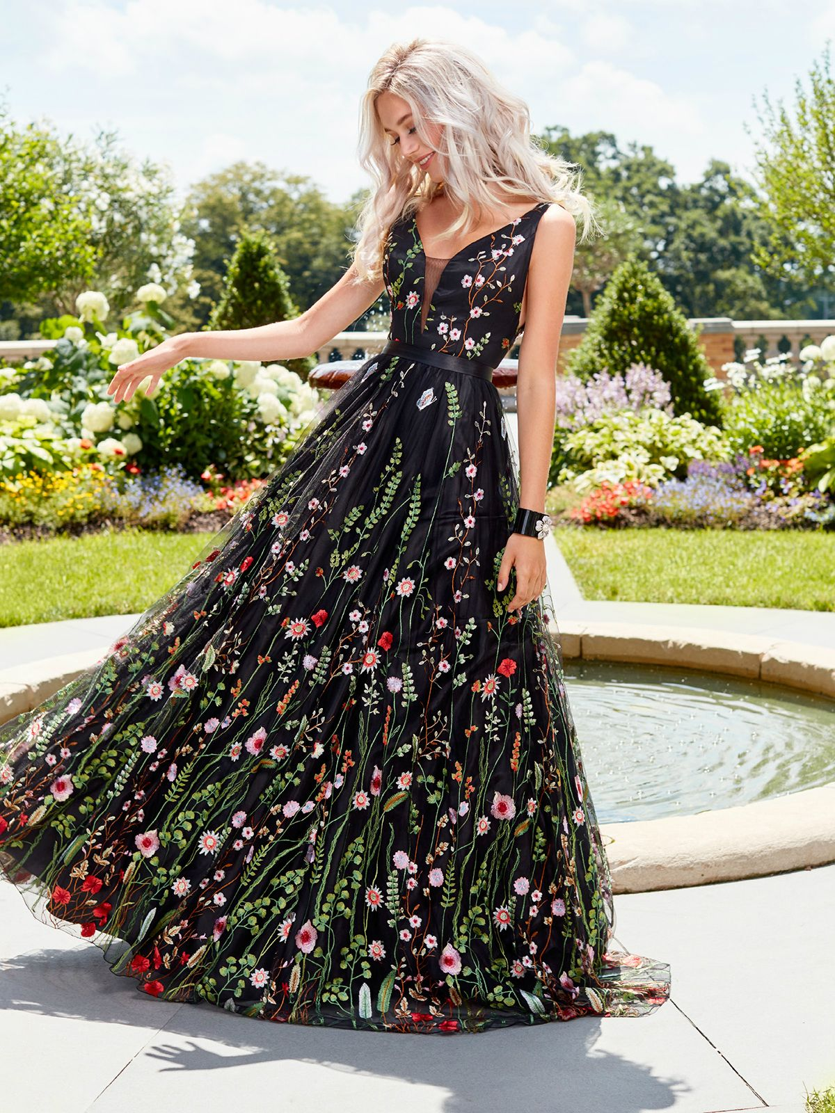 Unique black floral embroidered prom dress vneck evening dresses