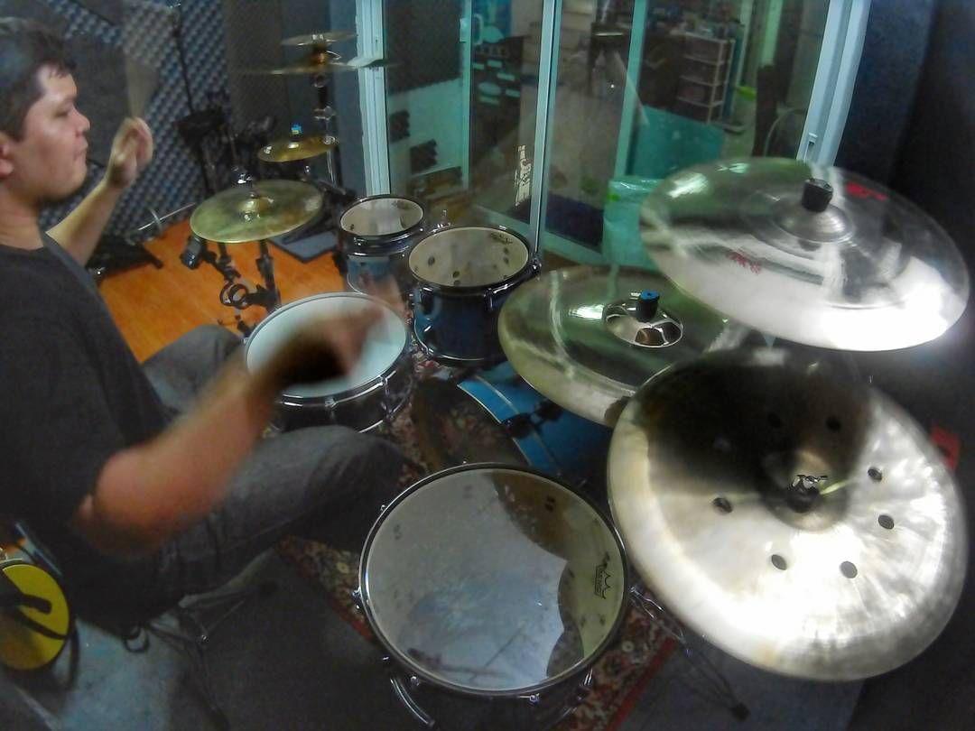 practice...!!! #drum #drums #drumming #drummer #drumroom #drumlife #drumkit #drumset #practice #drumporn #ludwig #myludwig #remo #remodrumheads #ziljian #zildjiancymbals #kdargon #myroom #กลอง #กลองชด by ib_drum