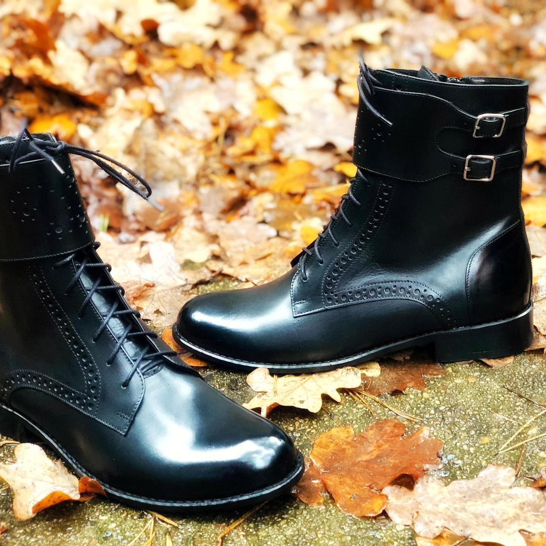 Trzewiki To Buty Ktore Uwielbiamy Jesienia Pasuja Do Spodni Typu Rurki Krotkich Spodniczek I Tych Przed Kolano Szczegolnie Trapez Combat Boots Boots Shoes