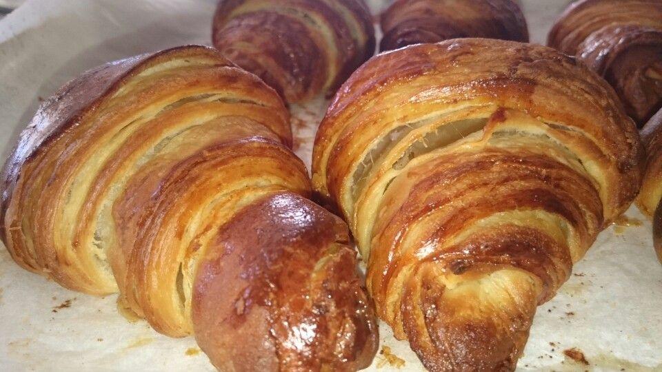 Croissants faits maison   Fait maison, Croissants, Boulangerie