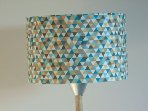 Abat-Jour-cylindre-rond-motif-triangles-multicolores-geo-rond-28-cm