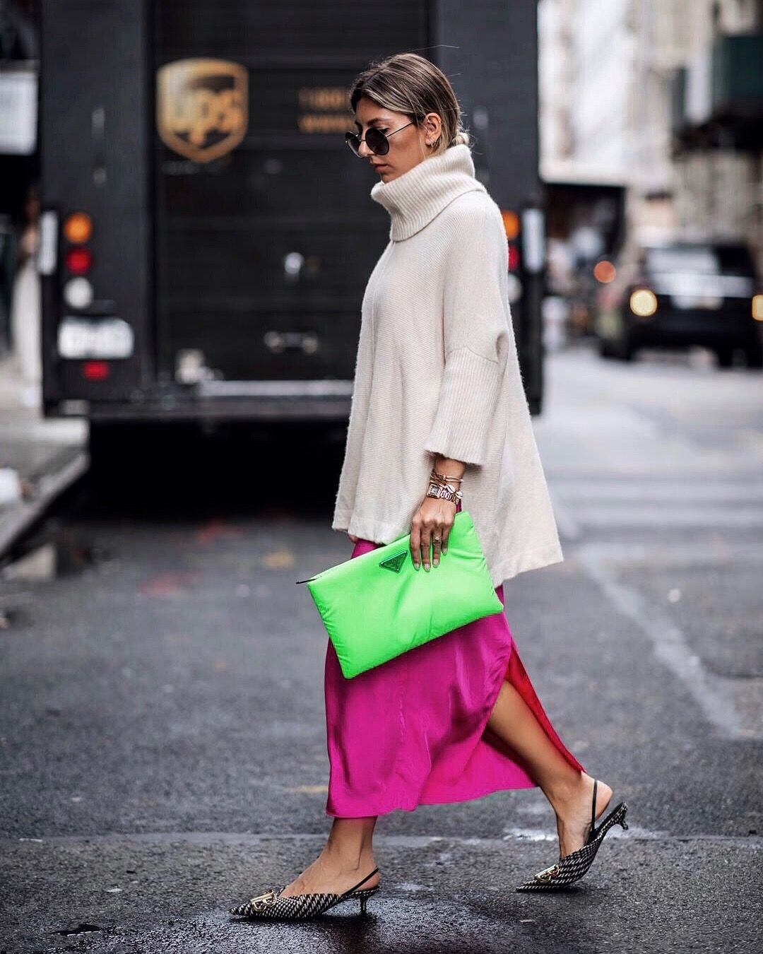 6bdc9ce40260 NYFW Street style | neon Trend Prada clutch | Style in 2019 | Neon ...