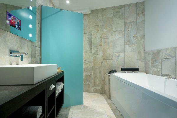 Mainport Hotel Rotterdam Badkamer 1 met SplashVision Spiegel van ...