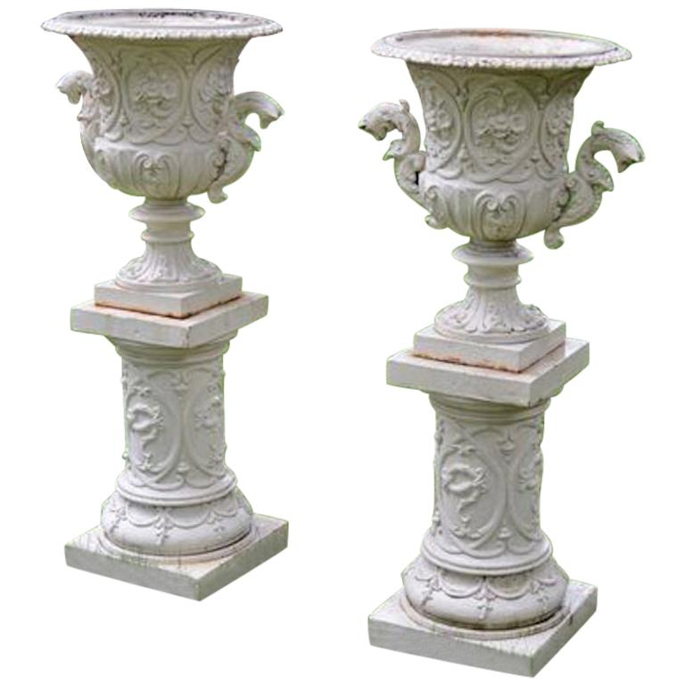 Pair Of 1stdibs Iron Fine Cast Rococo Revival American Urns In 2020 Urn Cast Iron It Cast