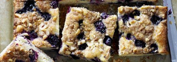 Blueberry streusel traybake