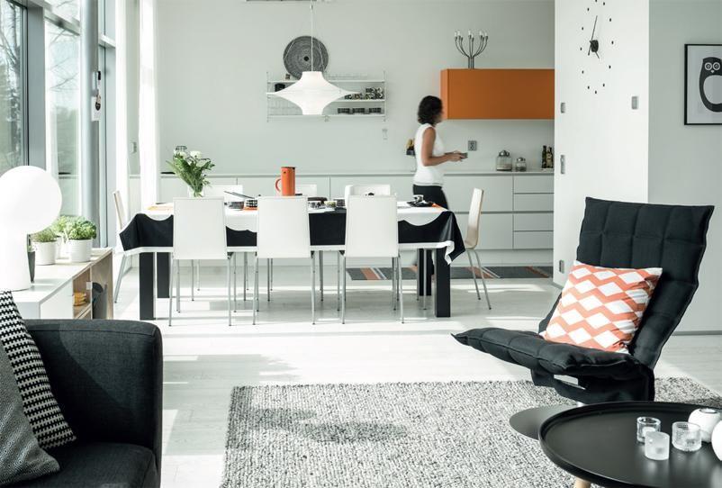 Moderni omakotitalo - mustaa, valkoista, harmaata ja tehostevärinä raikas oranssi   Koti ja keittiö