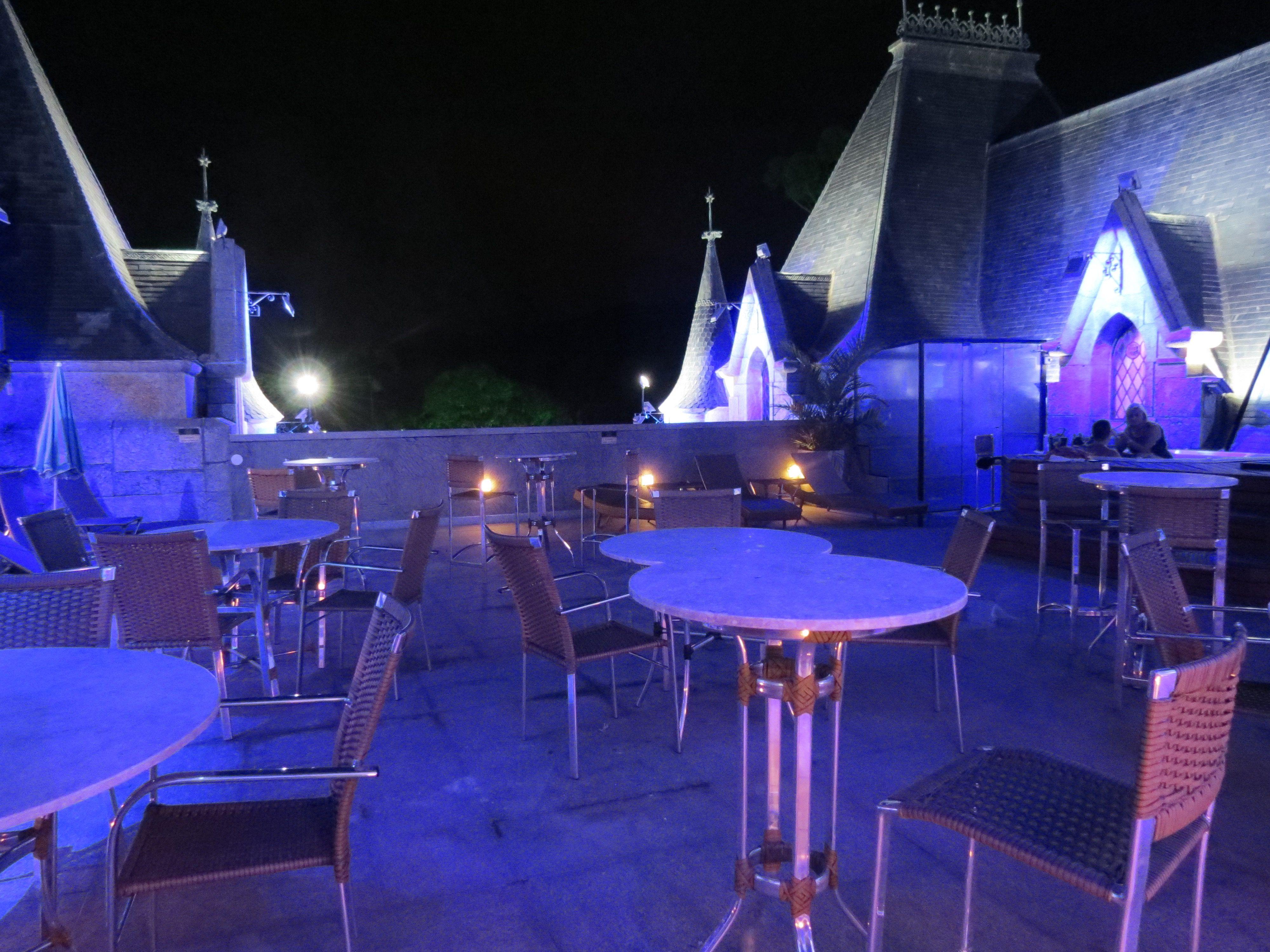 """O Castelo de Itaipava pela visão do Blog #MaiorViagem: """"tão famoso por suas festas e casamentos, passou a oferecer serviço de hotelaria. O Castelo de …"""" #petropolis #itaipavarj"""
