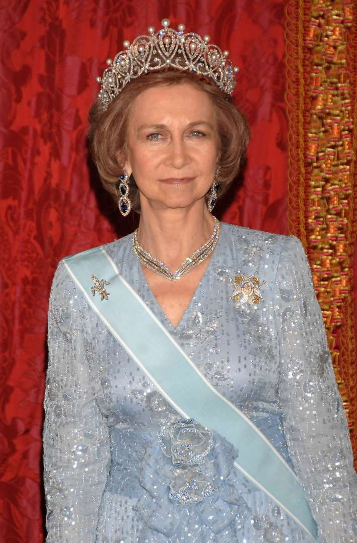 Spain: The Cartier Loop Tiara Queen Sofia of Spain is the proud owner of the Cartier Loop tiara. The piece has belonged to the Spanish royal family for over one hundred years, and features a number of pearls set into a stunning diamond-encrusted frame. Sofia wore the stunning tiara in 2007 when she and her husband welcomed King Abdullah Bin Abdul Aziz Al Saud of Saudi Arabia to Madrid.