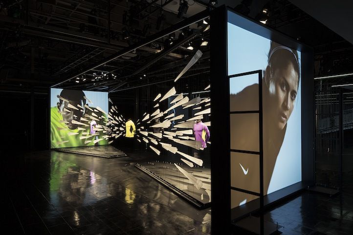 Distante intercambiar finalizando  Nike Just Do It NYC: House of Innovation | Life+Times | Window display  retail, Digital signage, Retail design