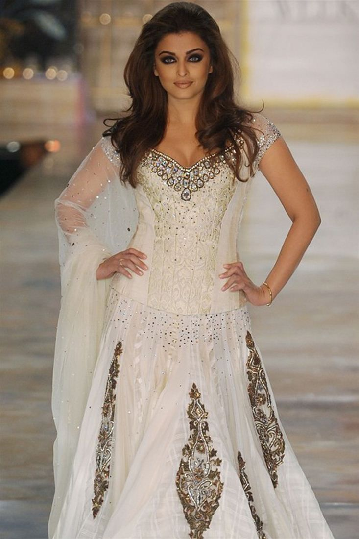 Aishwarya Rai Bollywood Replica Lehenga | Custom Made Dresses ...