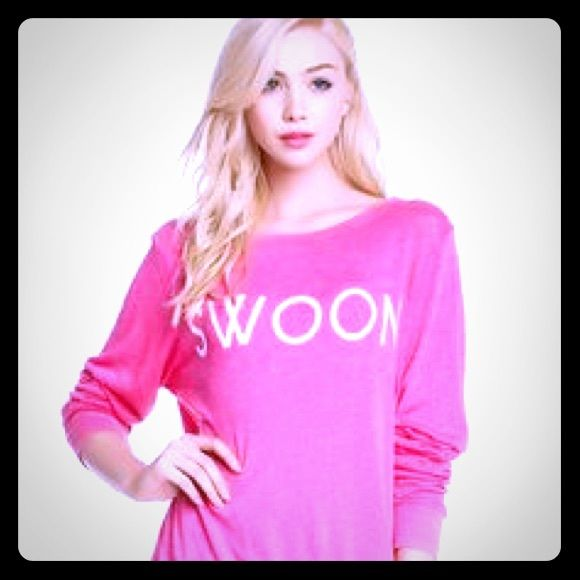 Wildfox 'SWOON' light weight pink jumper size M NWT Wildfox Couture Pink 'SWOON' light weight jumper, perfect for spring!! Size Medium. Any questions please ask before you purchase .  NO TRADES Wildfox Sweaters