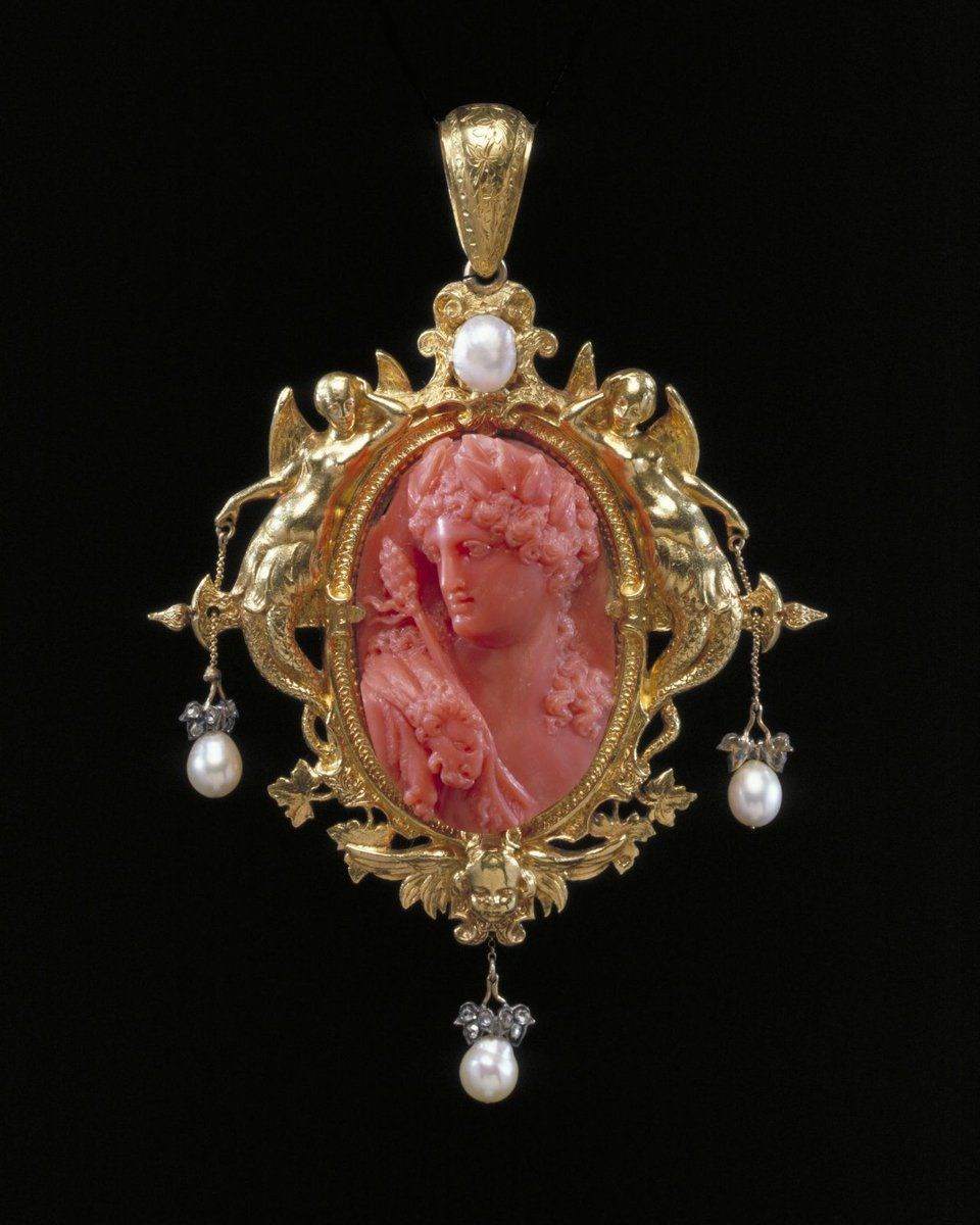 V A On Twitter In 2020 Cameo Jewelry Victorian Jewelry Cameo Brooch