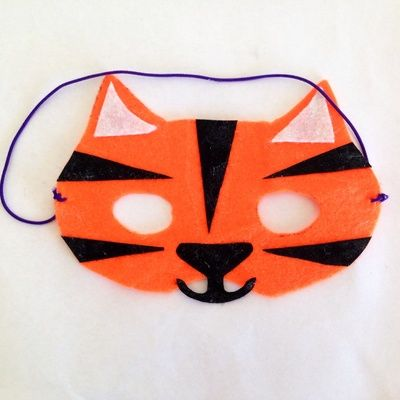Here's how to make a cheap and easy tiger mask from felt
