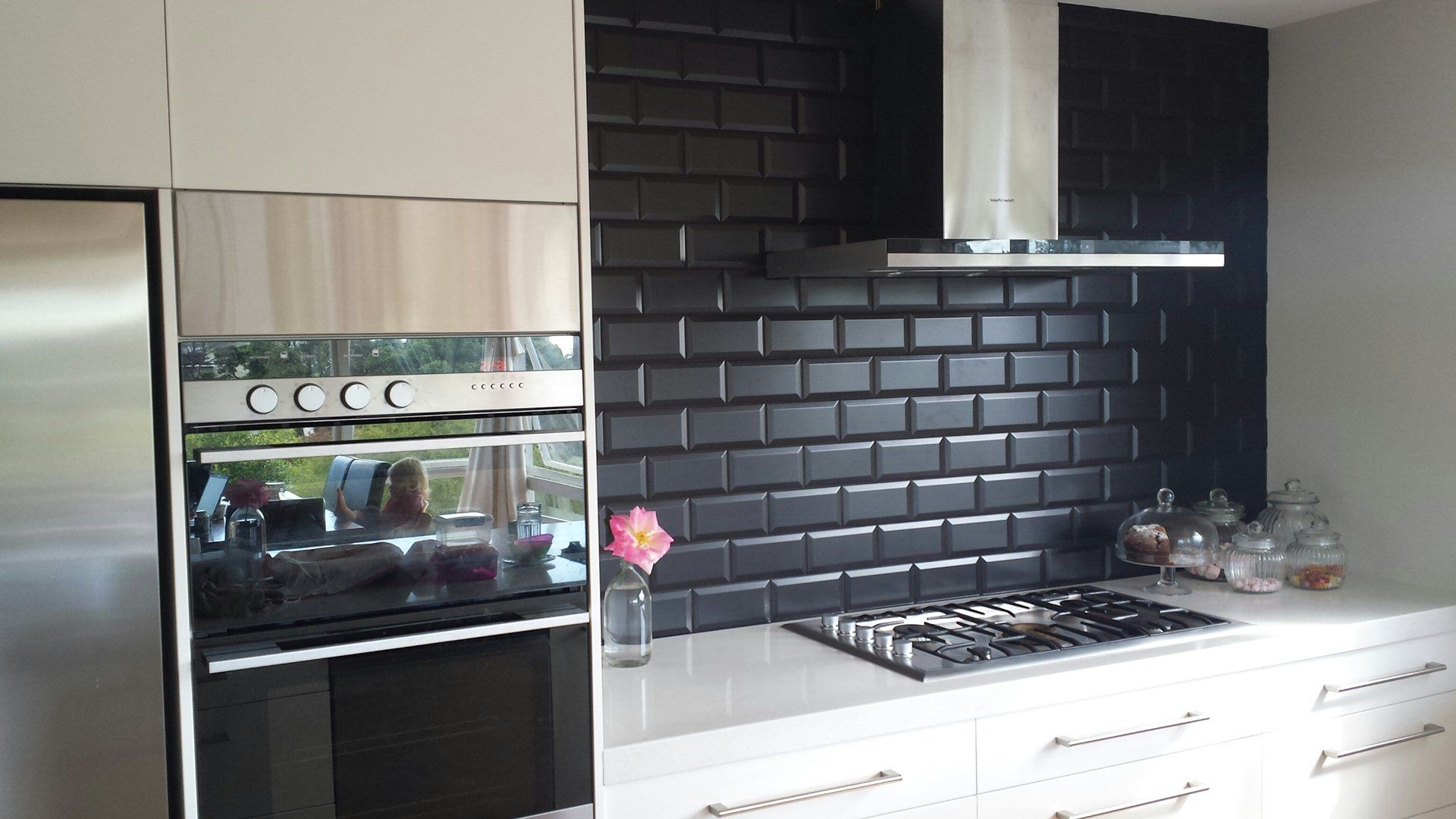 Image of black subway tile kitchen backsplash home for Black kitchen backsplash