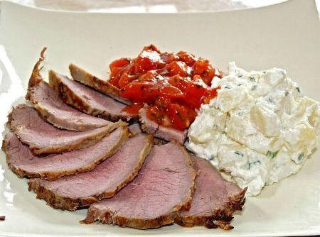 Receita de Roast Beef com Salada de Batatas - roast beef com a salada de... contrafilé, batata, cebola, molho inglês, pimenta-do-reino branca, sal, óleo de milho, açúcar, mostarda