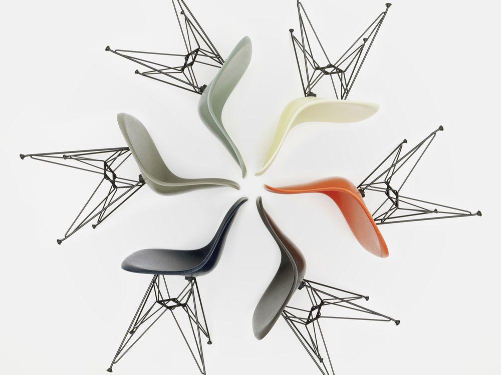 Vitra Lasst Den Fiberglass Chair In Den Originalen Farben Erneut Aufleben Bestellen Sie Den Designklassiker Je Eames Fiberglass Chair Fiberglass Chair Eames