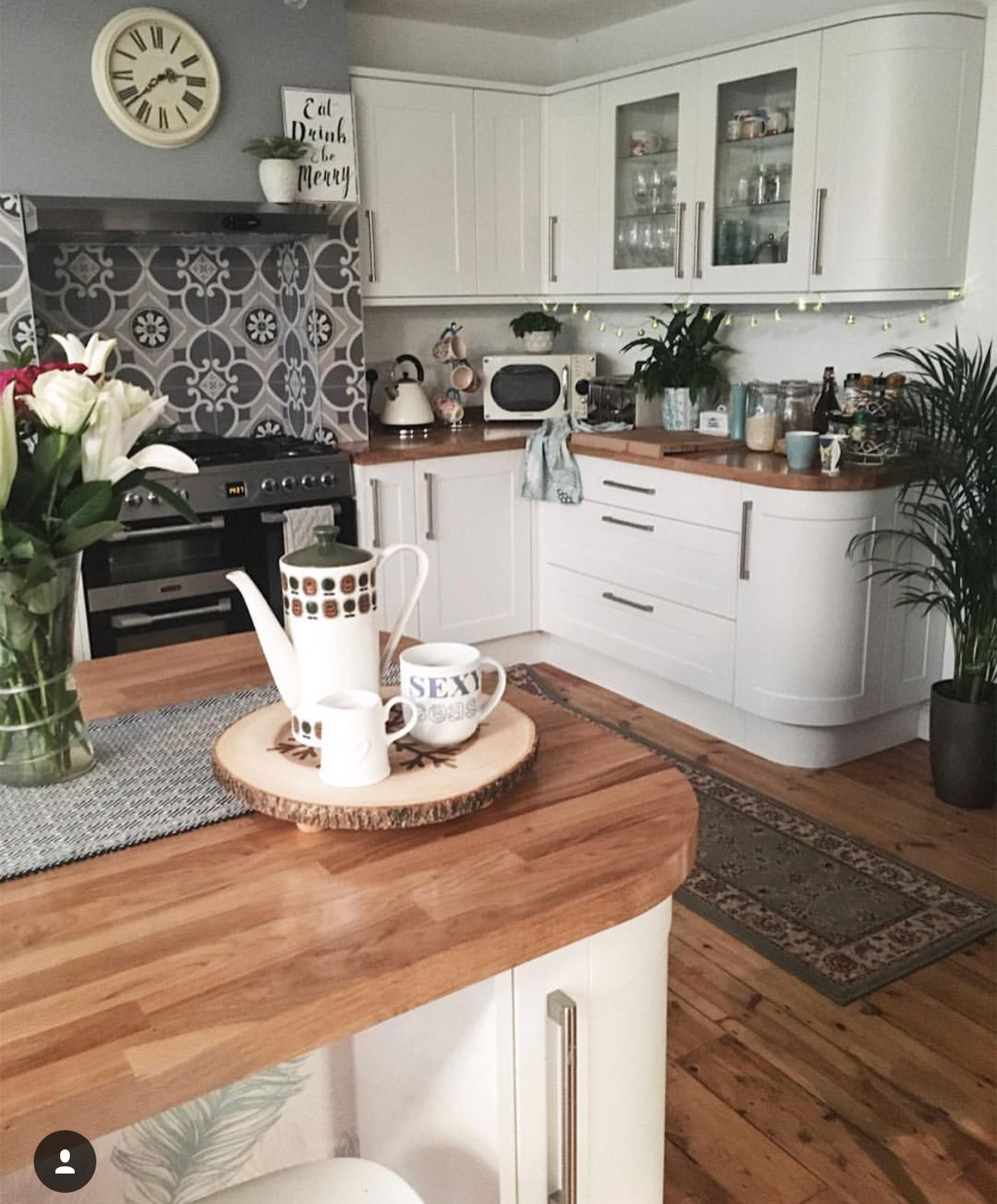 I don't like the big pattern behind stove but I do like the way the cabinets are rounded on the corner! #homeextensions
