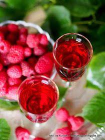 Nalewka Z Malin I Lipy Kwiaty Lipy Malinowka Z Lipa Maliny Owoce Kwiaty Jadalne Przetwory Spizarnia Na Zime Na Przeziebienie Na Fruit Raspberry Food