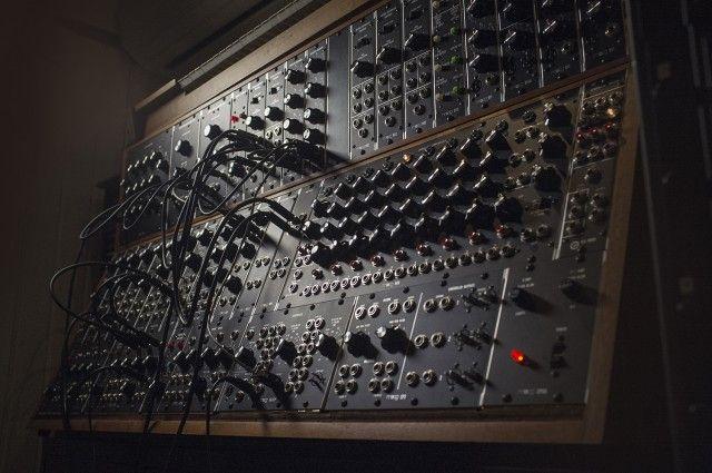 Bach To Moog: A Realization for Electronics & Synthesizer | Moog Music Inc  - www.remix-numerisation.fr - Rendez vos souvenirs durables ! - Sauvegarde - Transfert - Copie - Digitalisation - Restauration de bande magnétique Audio - MiniDisc - Cassette Audio et Cassette VHS - VHSC - SVHSC - Video8 - Hi8 - Digital8 - MiniDv - Laserdisc - Bobine fil d'acier - Micro-cassette - Digitalisation audio - Elcaset