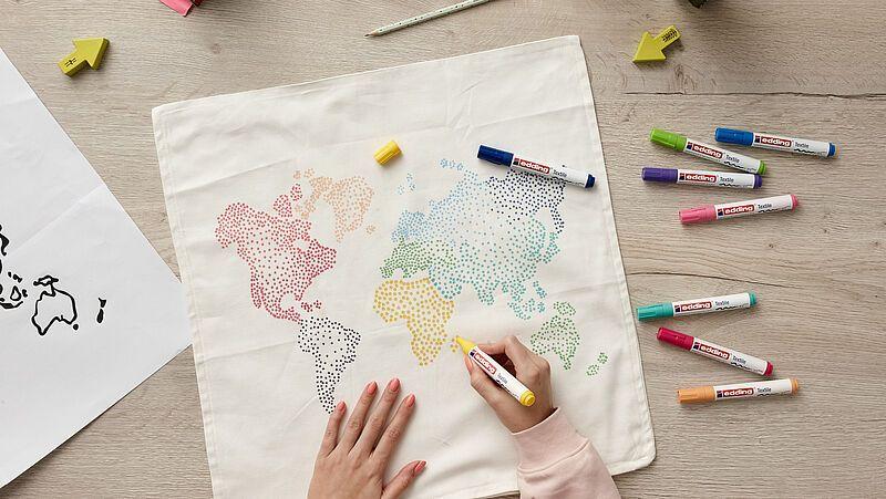 Kissenbezug Bemalen Mit Weltkarte Ideen Edding Diy Kissenbezuge Kissenbezug Ideen