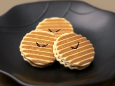 [Senjyu-sembei] A Kyoto sweet that is quite famous, sugar cream sandwiched with biscuits. Simple and delicious!
